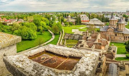 ▷Дворецът Потлог – Търговище (Стaрата столица) – Манастира Деля – замък Юлия Хашдеу и град Плоещ